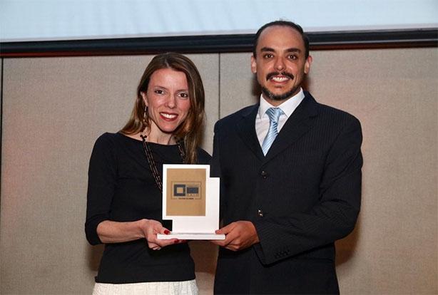 Head of Communication da Midea Carrier, Érico Souza, recebeu o prêmio durante o evento.